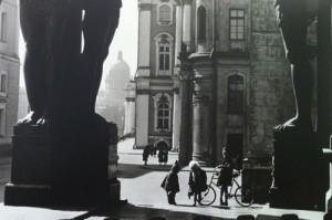 1370860006_boris-ignatovich.-deti-hermitage.-nach.-1950s