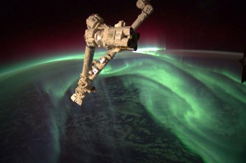 21. Полярное сияние из космоса