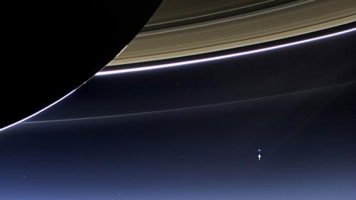 54. Земля со стороны Сатурна