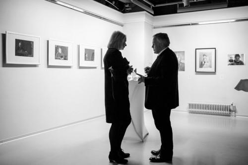 Международное жюри-Метте Скоугард и Кристофер Бейкер-обсуждают выставленные работы