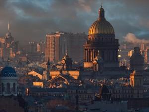 С крыши город…