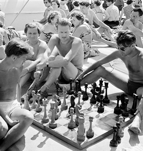 Валентин Хухлаев. Круиз Вокруг Европы на теплоходе Грузия. Игра в шахматы. 1958