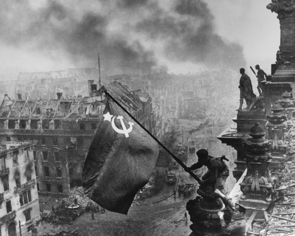 «Знамя Победы над рейхстагом».  Е. А. Халдей