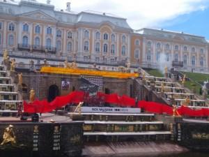 Весенний праздник фонтанов в Петергофе. Дворцовая сага.